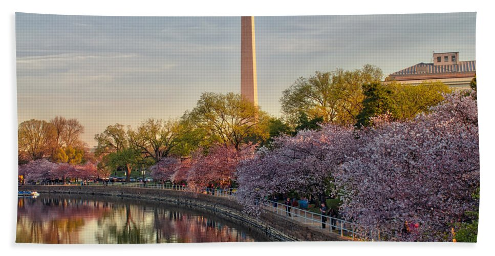 American Kiwi Photo Hand Towel featuring the photograph The Washington Monument And The Cherry Blossoms by Mark Dodd