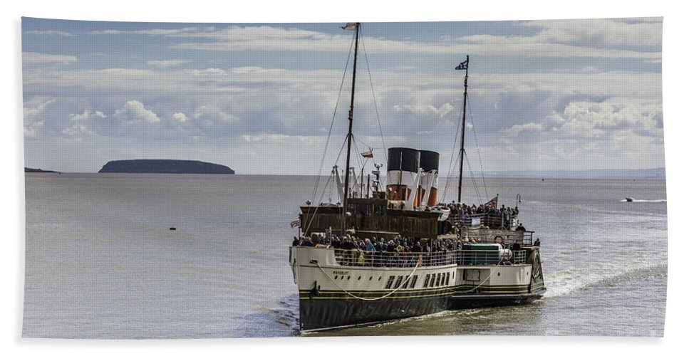 The Waverley Paddle Steamer Bath Sheet featuring the photograph The Waverley 1 by Steve Purnell