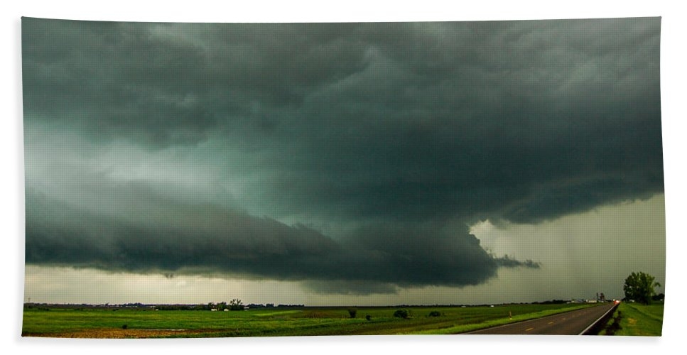 Nebraskasc Hand Towel featuring the photograph There Be A Nebraska Storm A Brewin 016 by NebraskaSC