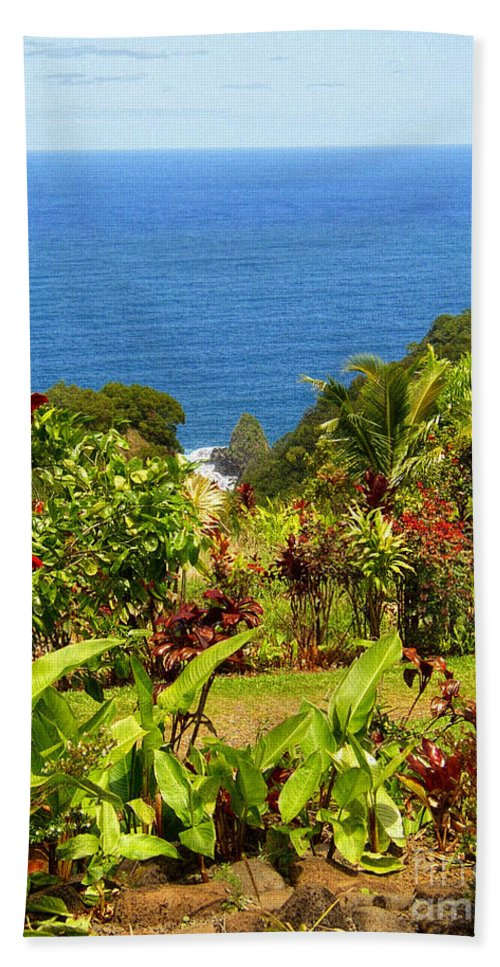 Maui Bath Sheet featuring the photograph There Is A Paradise - Maui Hawaii by Glenn McCarthy Art and Photography