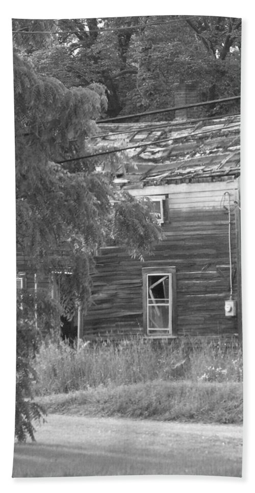 House Bath Sheet featuring the photograph This Old House by Rhonda Barrett