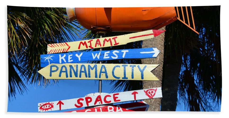 Directional Hand Towel featuring the photograph This Way To Florida by David Lee Thompson