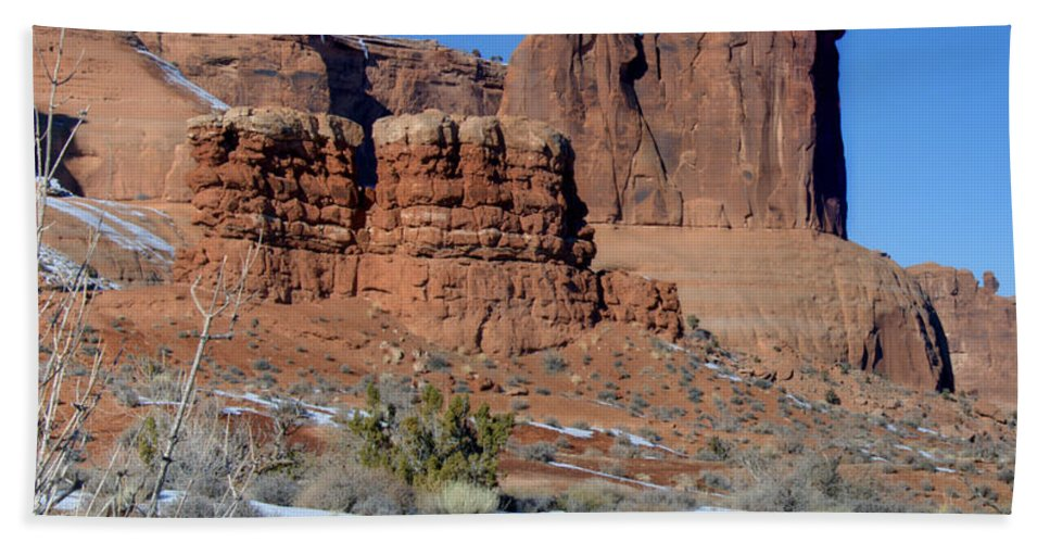 Arches Bath Sheet featuring the photograph Three Sisters On Guard by Paul Cannon