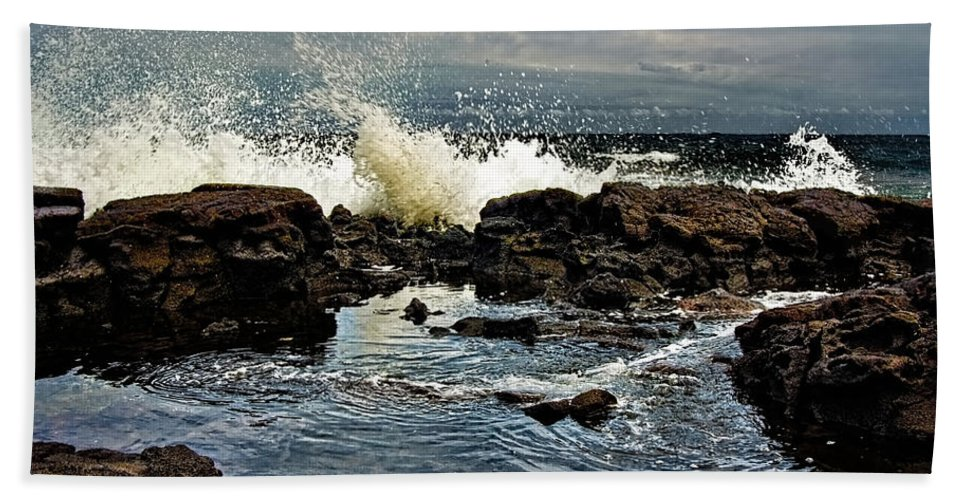 Waves Bath Towel featuring the photograph Tide Coming In by Christopher Holmes