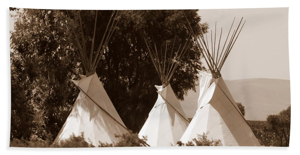 Tipis Hand Towel featuring the photograph Tipis In Toppenish by Carol Groenen