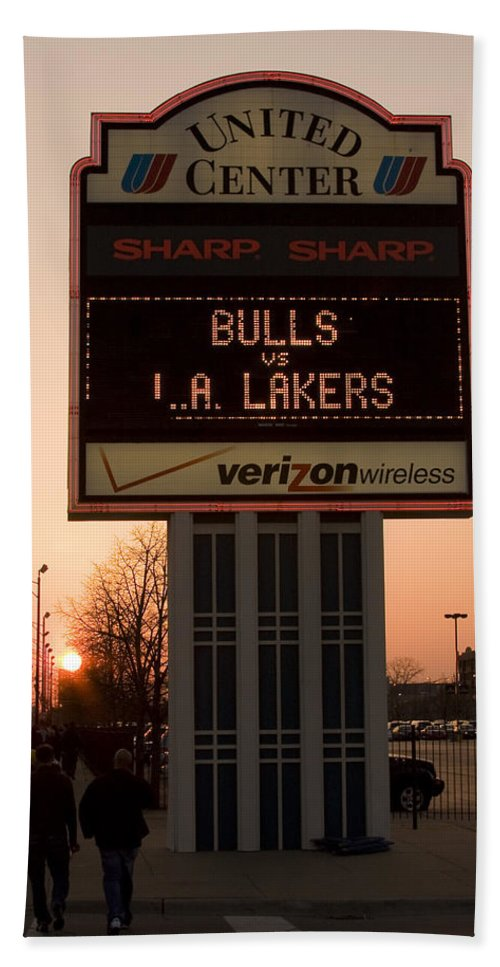 Chicago Windy City Evening Sunset Bulls Game La L.a. Lakers United Center Bath Towel featuring the photograph To The Bulls Game by Andrei Shliakhau
