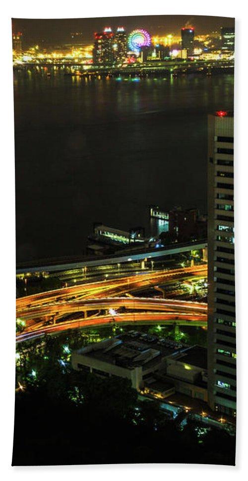 Tokyo Skyline Bath Towel featuring the photograph Tokyo Bay Area Skyline by Benny Marty
