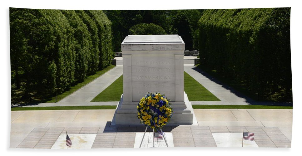 Arlington Bath Sheet featuring the photograph Tomb Of The Unknowns by Paul W Faust - Impressions of Light