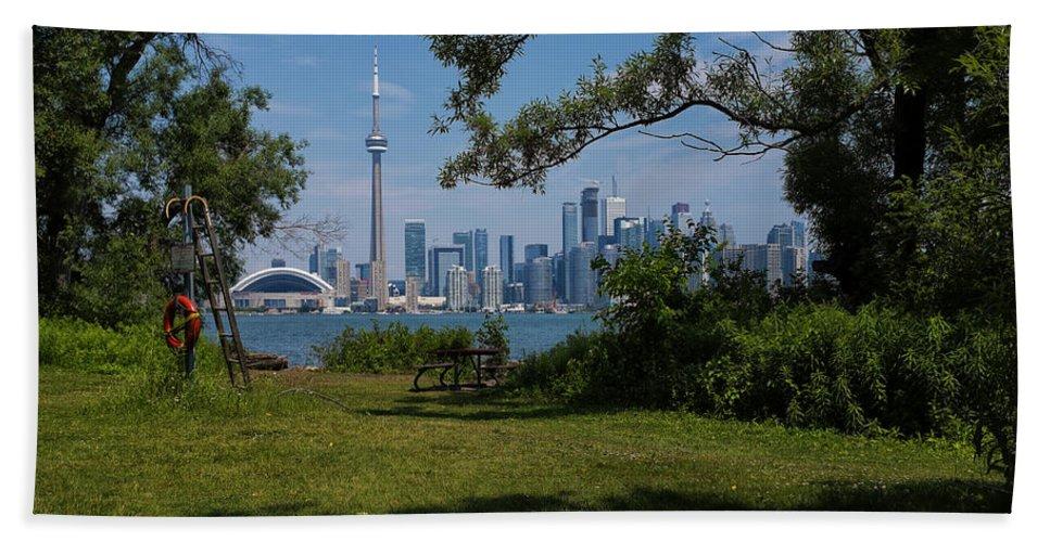 Toronto Bath Sheet featuring the photograph Toronto by Baptiste De Izarra