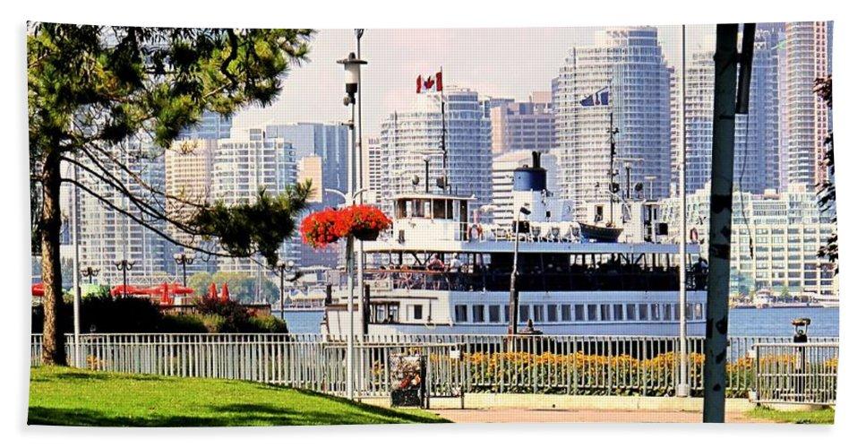 Toronto Hand Towel featuring the photograph Toronto Island Ferry Arrives by Ian MacDonald