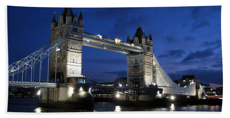 London Hand Towel featuring the photograph Tower Bridge by Amanda Barcon