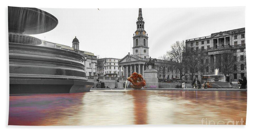 Street Artist Hand Towel featuring the photograph Trafalgar Square Fountain London 3b by Alex Art and Photo