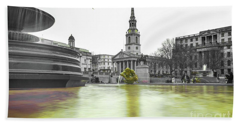 Street Artist Hand Towel featuring the photograph Trafalgar Square Fountain London 3c by Alex Art and Photo