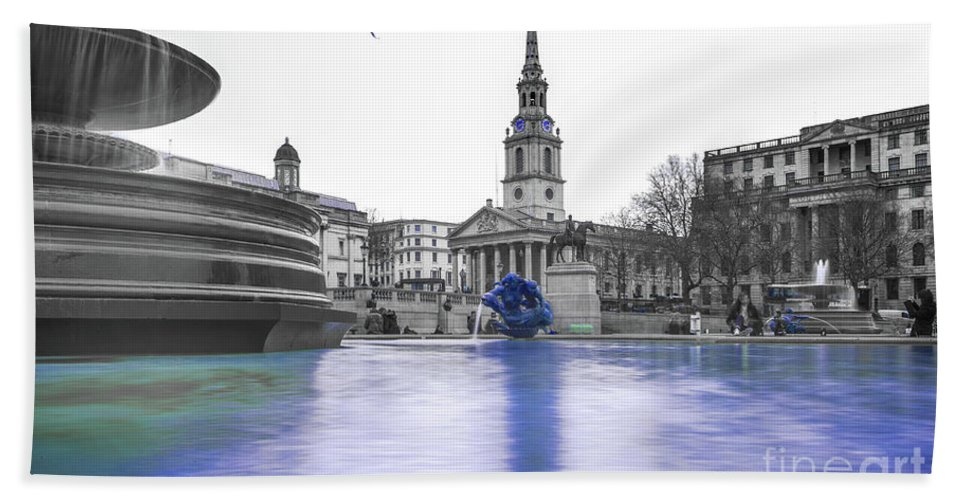Street Artist Hand Towel featuring the photograph Trafalgar Square Fountain London 3d by Alex Art and Photo