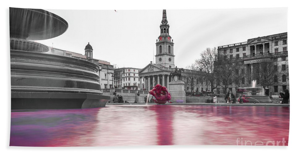 Street Artist Hand Towel featuring the photograph Trafalgar Square Fountain London 3e by Alex Art and Photo