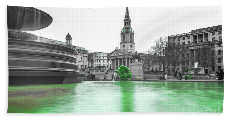 Street Artist Hand Towel featuring the photograph Trafalgar Square Fountain London 3f by Alex Art and Photo