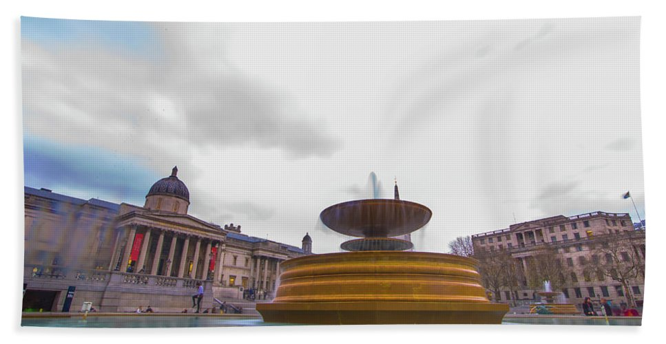 Street Artist Hand Towel featuring the photograph Trafalgar Square Fountain London 9 by Alex Art and Photo