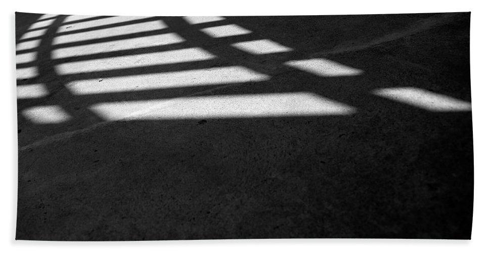 Guggenheim Museum Photographs Bath Sheet featuring the photograph Light Rail 1 Of 1 by Ordi Calder