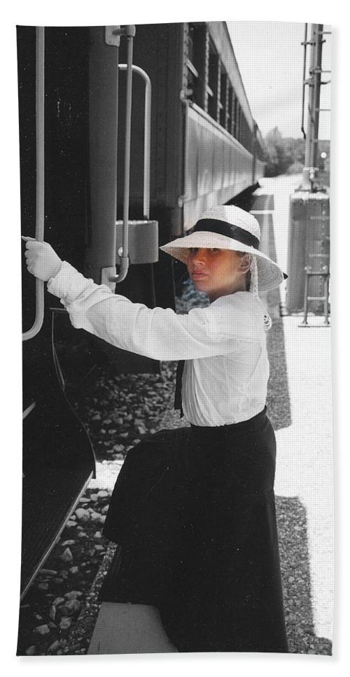 Snood Hand Towel featuring the photograph Traveling By Train - Black And White Focal by Cindy New