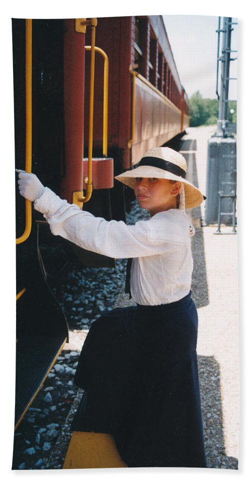 Snood Bath Sheet featuring the photograph Traveling By Train by Cindy New