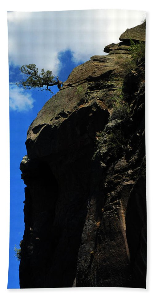Tree On A Cliff Hand Towel featuring the photograph Tree On A Cliff At Battleship Rock New Mexico - 003 by Dave Stubblefield