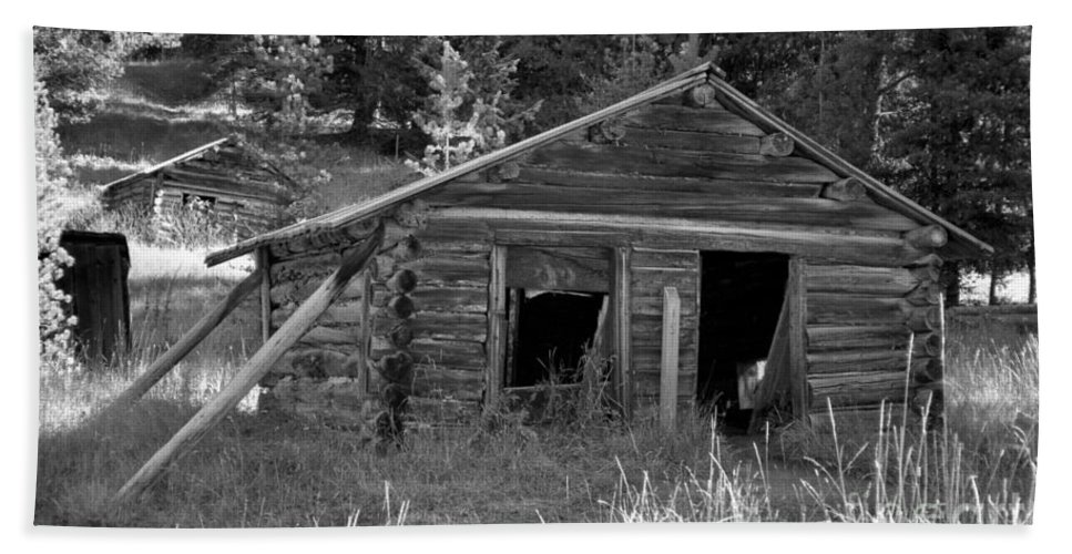 Abandoned Bath Sheet featuring the photograph Two Cabins One Outhouse by Richard Rizzo