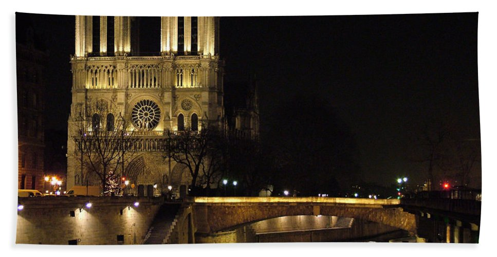 Two Hand Towel featuring the photograph Two Towers Of Notre Dame by Donna Corless