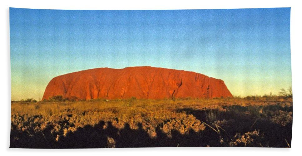 Ayre's Rock Hand Towel featuring the photograph Uluru by Gary Wonning