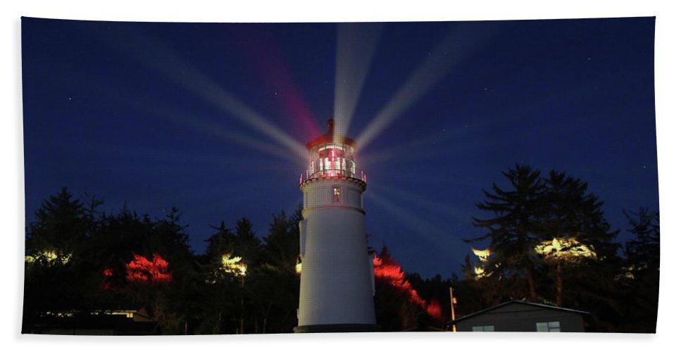 Lighthouse Hand Towel featuring the photograph Umpqua Lighthouse by James Eddy