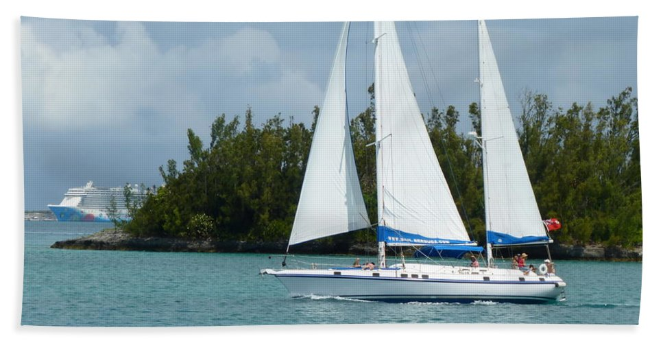 Bermuda Hand Towel featuring the photograph Under Full Sail by Barbara Ebeling