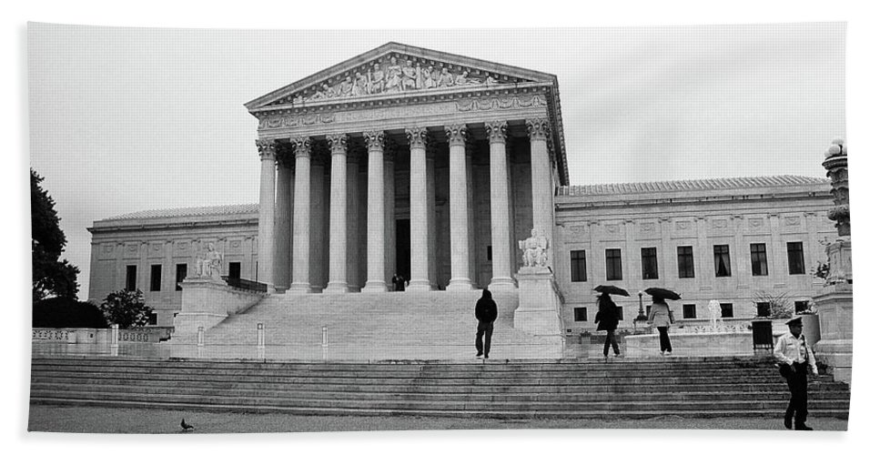 America Bath Sheet featuring the photograph United States Supreme Court Building Bw by Frank Romeo
