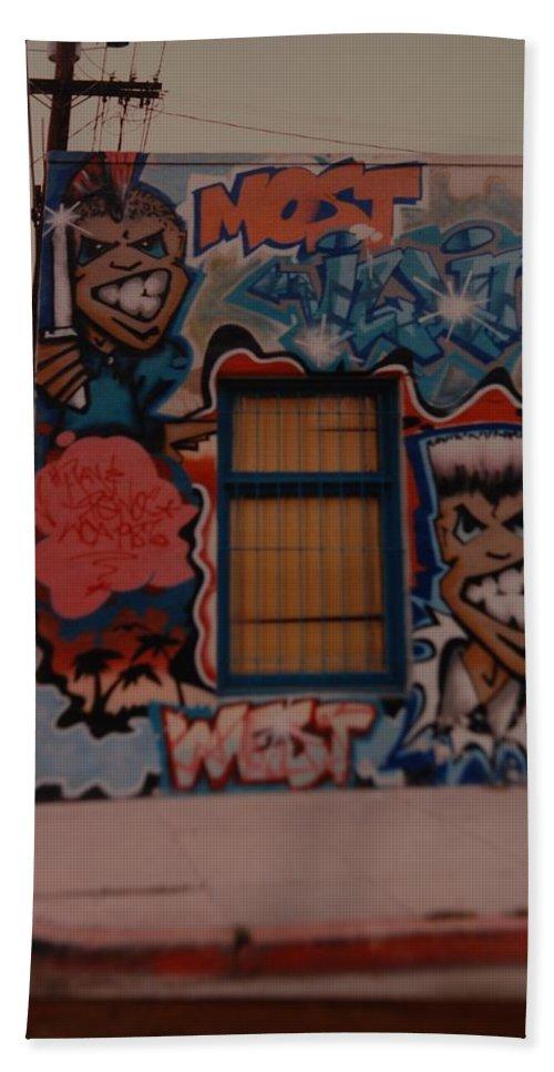 Urban Bath Towel featuring the photograph Urban Art by Rob Hans