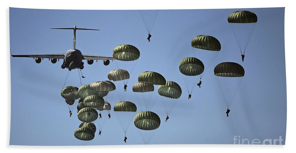 Parachutist Hand Towel featuring the photograph U.s. Army Paratroopers Jumping by Stocktrek Images