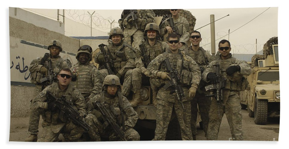 Horizontal Bath Sheet featuring the photograph U.s. Army Soldiers Pose For A Photo by Stocktrek Images