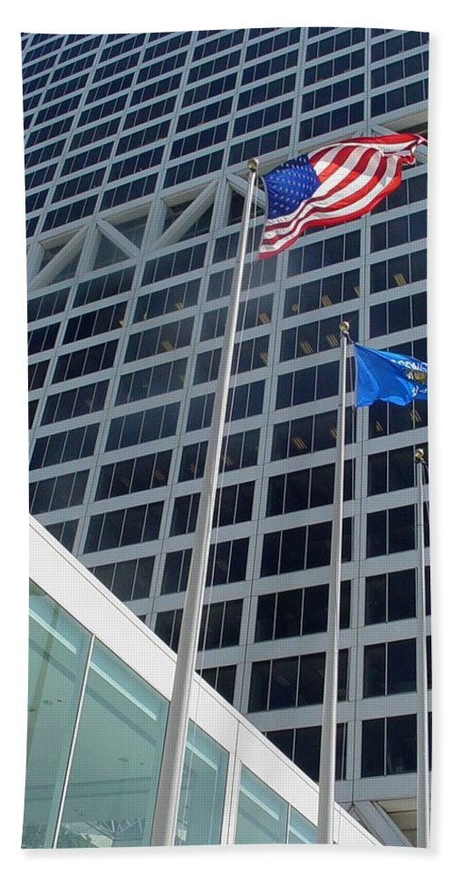 Us Bank Bath Towel featuring the photograph Us Bank With Flags by Anita Burgermeister