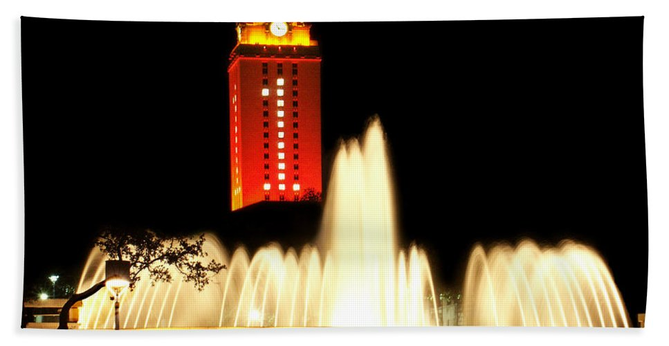 Photo Bath Sheet featuring the photograph Ut Tower Championship Win by Marilyn Hunt