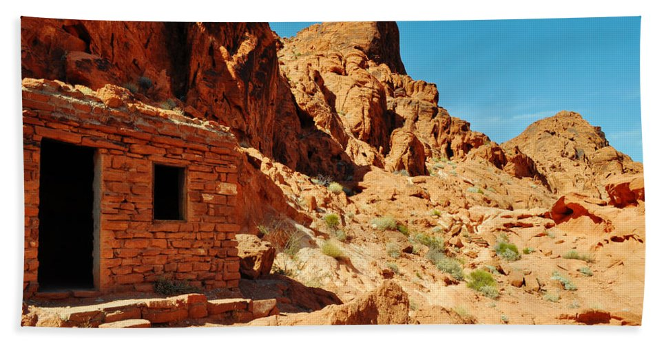 Valley Of Fire State Park Bath Sheet featuring the photograph Valley Of Fire Cabin by Kyle Hanson