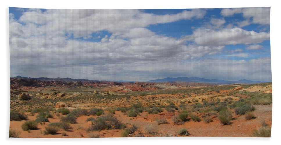 Hand Towel featuring the photograph Valley Of Fire Horizon by Kelly Mezzapelle
