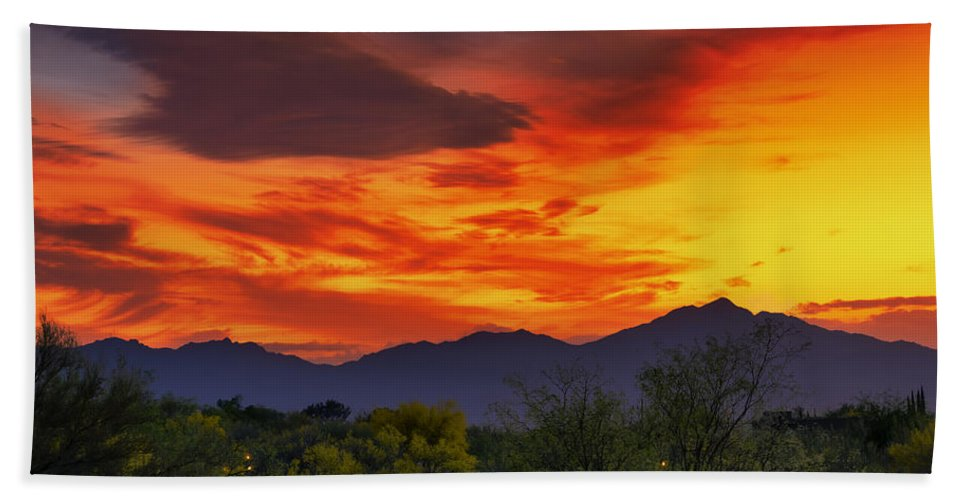 Oro Valley Bath Sheet featuring the photograph Valley Sunset H32 by Mark Myhaver