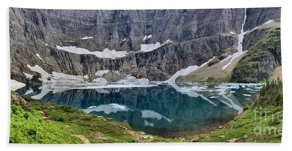 Iceberg Lake Panorama Bath Sheet featuring the photograph Vanishing Beauty by Adam Jewell