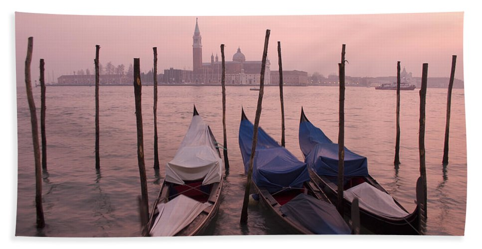 Sunset Hand Towel featuring the photograph Venetian Sunset by Ian Middleton
