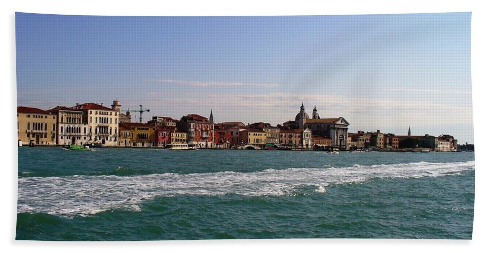 Landscape Hand Towel featuring the photograph Venezia by Fernanda Cruz
