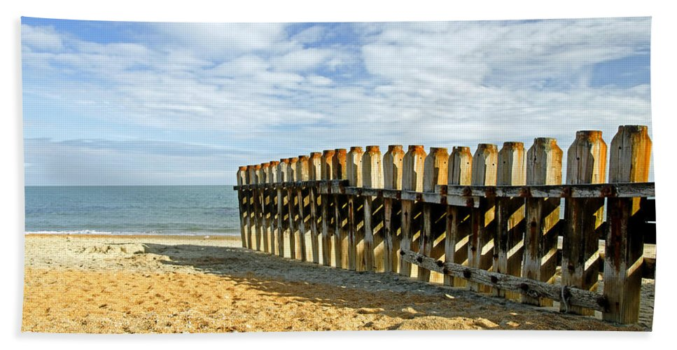 Isle Of Wight Hand Towel featuring the photograph Ventnor Beach Groyne by Rod Johnson