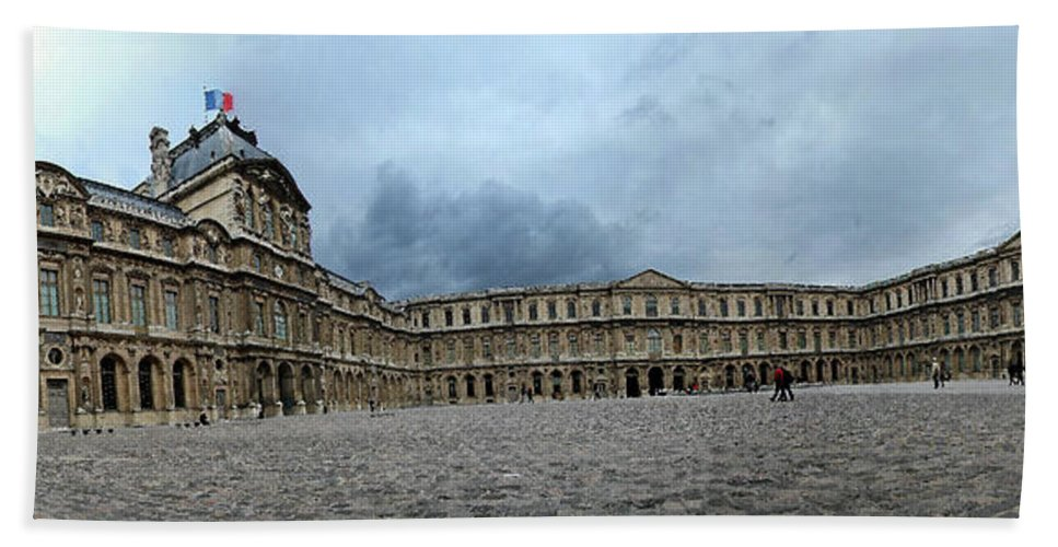 Versailles Hand Towel featuring the photograph Versailles Courtyard by Robert Ponzoni