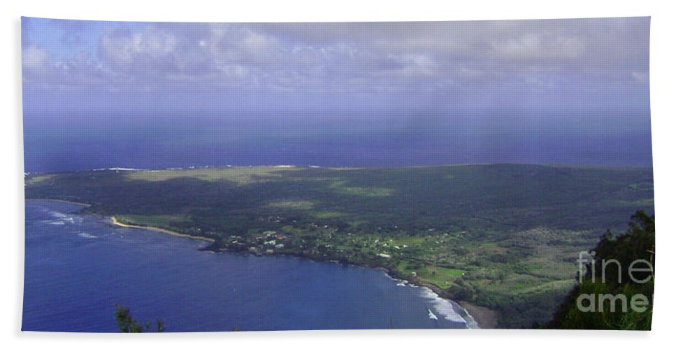 Molokai Bath Sheet featuring the photograph View Of Kaulapapa by Terry Holliday