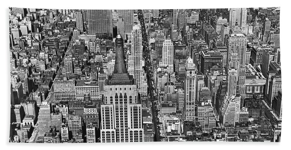 1930s Hand Towel featuring the photograph View Of Midtown Manhattan by Underwood Archives