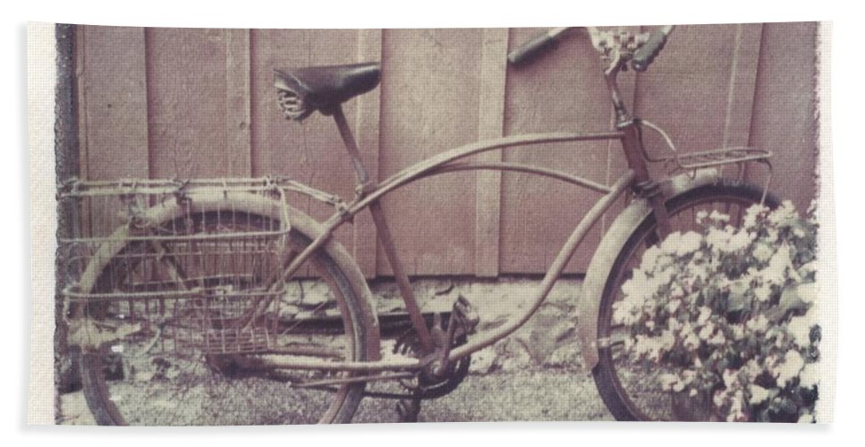 Bike Hand Towel featuring the photograph Vintage Bicycle by Jane Linders