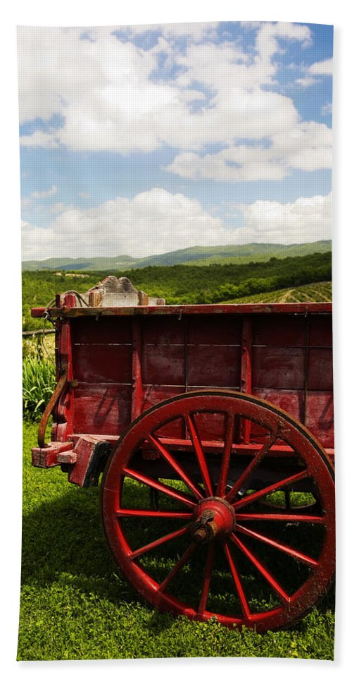 Vintage Hand Towel featuring the photograph Vintage Red Wagon by Marilyn Hunt