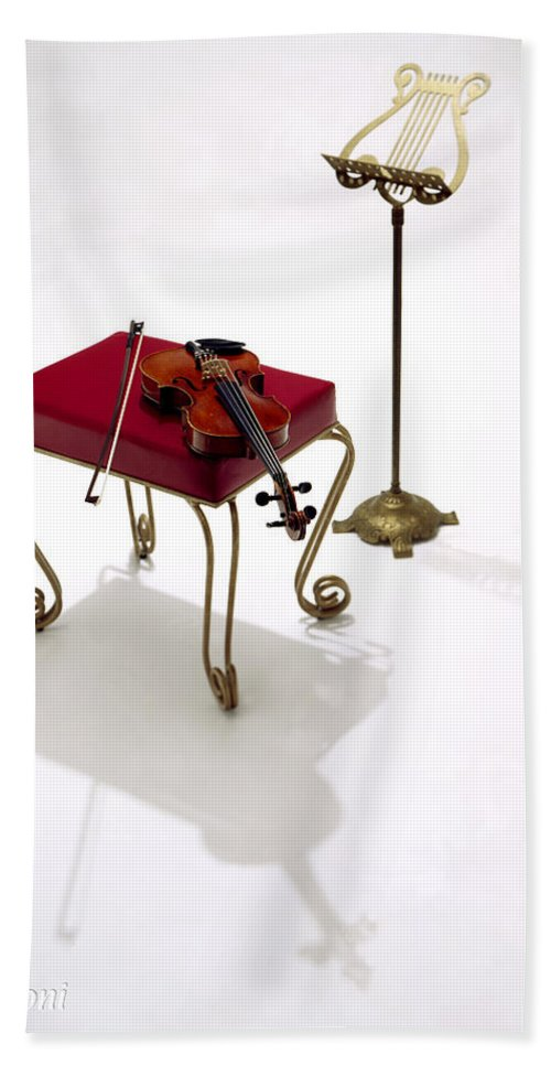 Silhouette. Violin Hand Towel featuring the photograph Violin In Silhouette by Robert Ponzoni