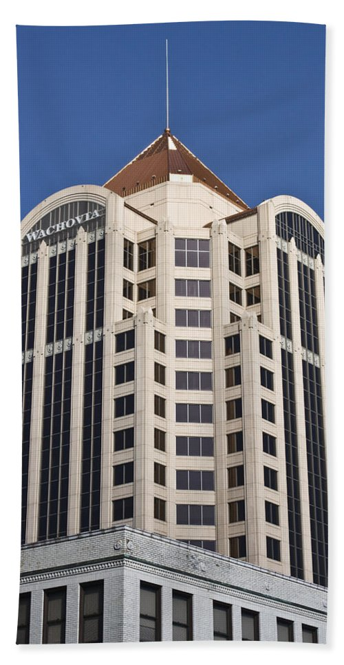 Roanoke Bath Sheet featuring the photograph Wachovia Tower Roanoke Virginia by Teresa Mucha